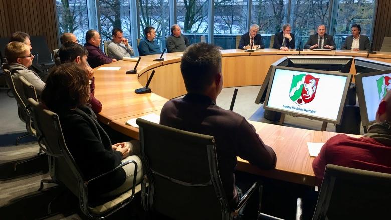 Gruppe GE Betriebsrat im Gespräch